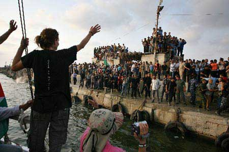 free_gaza_boats_arrive2